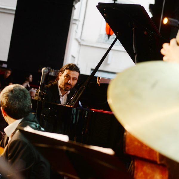 Lucas Verrière pendant l'hommage à Grant Green à Jazz au Péristyle de l'Opéra de Lyon, photo Alain Rico