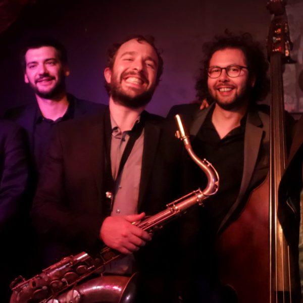 Photo de famille après un concert au jazz club la Clef de Voûte à Lyon